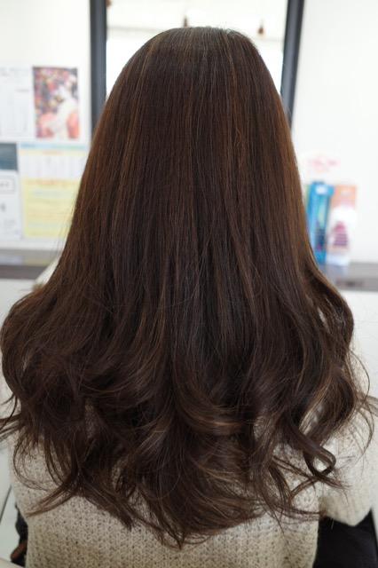 美容室アシック 伊勢崎 美容室 美容師 ブログ 髪質改善 縮毛矯正 トリートメント 求人 有賀聡 さりげなくハイライトを入れる