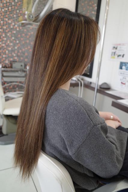 美容室アシック 伊勢崎 美容室 美容師 ブログ 髪質改善 縮毛矯正 トリートメント 求人 有賀聡  ハイライト 繰り返し入れる