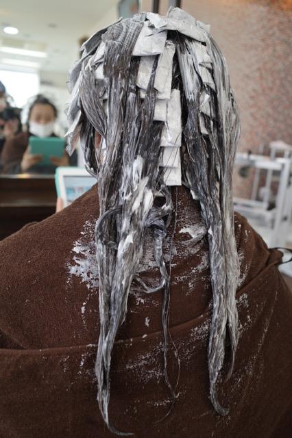 群馬県 伊勢崎市 髪質改善 美容室アシック 求人 美容師 有賀聡  縮毛矯正 トリートメント カラー ハイライト 夏色 アッシュ